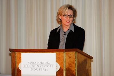 """Klaudia Martini, Vorstizende des Kuratoriums der Kunststoff-Industrie: """"Die Gesellschaft muss sich endlich von der Null-Risiko-Mentalität verabschieden."""""""