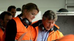 Michael Wieczorek, Geschäftsführer Lobbe Entsorgung West GmbH & Co KG, erläutert Landesumweltministerin Christina Schulze Föcking den Sortierprozess. (Foto: Lobbe Industrieservice GmbH & Co KG)