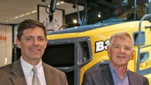 Stabwechsel bei Bell Equipment: Zum 1. Juni übernahm Leon Goosen (li.) den Vorstandsvorsitz von Gary Bell, der als Präsident in den Aufsichtsrat der Bell-Gruppe wechselt. (Foto: Bell Equipment)